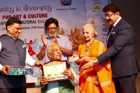 Art & Culture Samman to Veterans at PHD