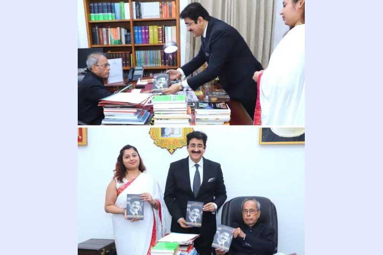 Sandeep Marwah Presented First Copy of His Biography to Pranab Mukherjee